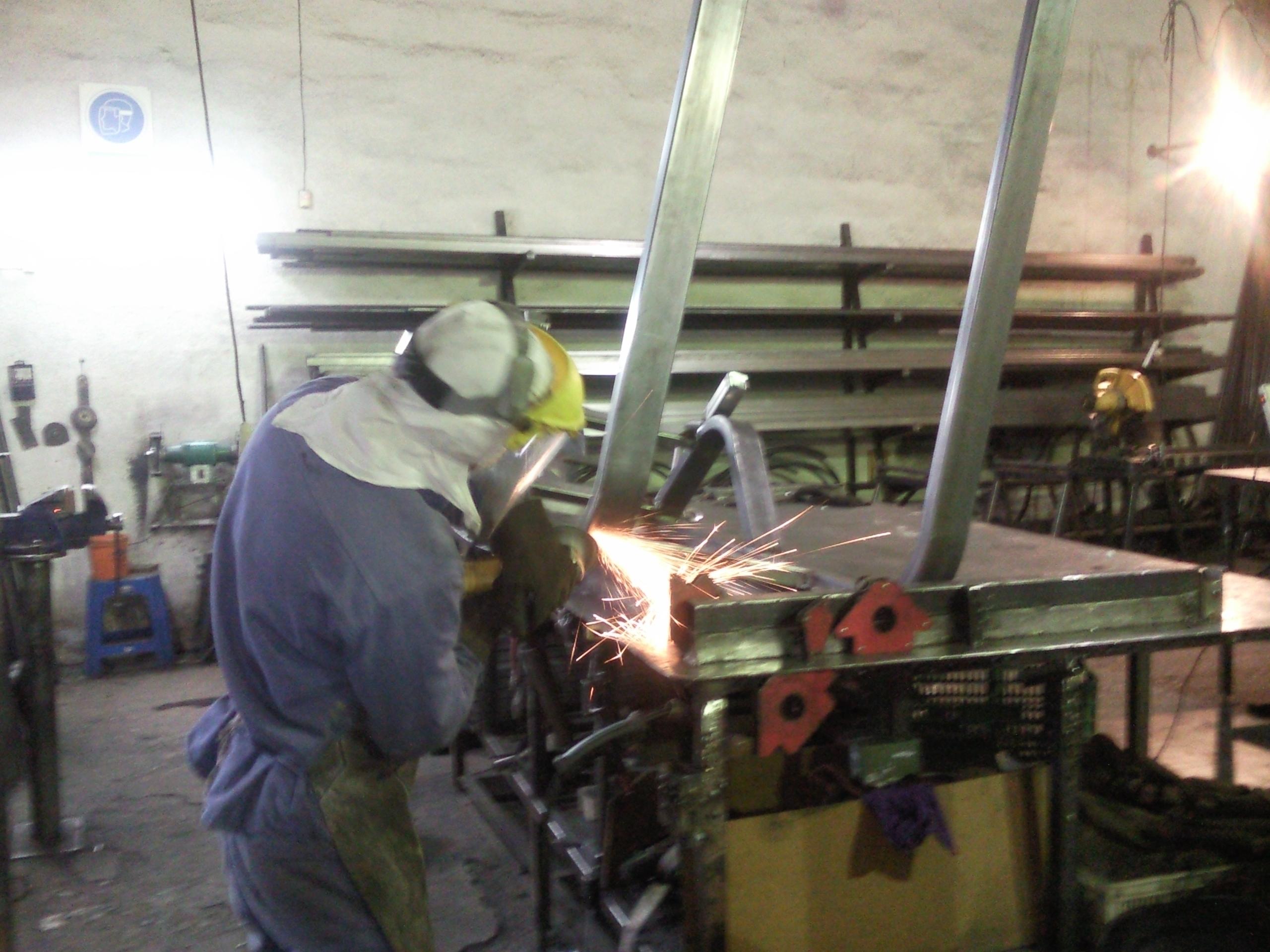FABRICACION + Fábricación y Venta en el Interior de Argentina de  Equipamiento Profesional para Gimnasios 310e9b671fcb